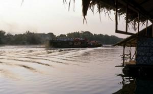 Discoboot auf dem River Kwai