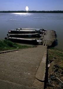 Mekong: Highspeedboote am Bootsanleger in Kratie