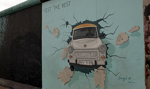 "East Side Gallery - Birgit Kinder: ""Test the Rest"""