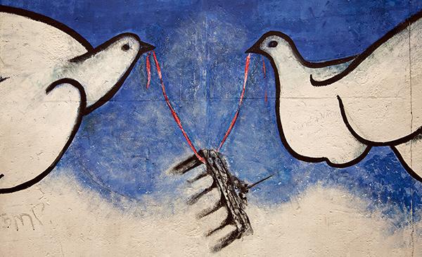 "East Side Gallery - Rosemarie Schinzler: ""Alles offen"""