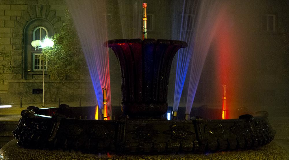 Brunnen auf dem Atanas-Burov-Platz