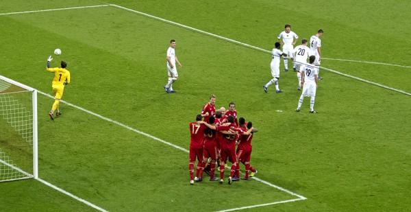 3:0 Gomez (44.)