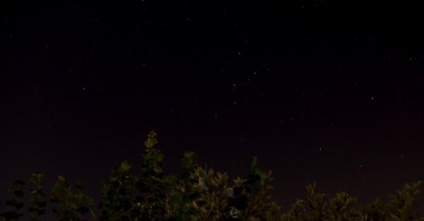 Sternenhimmel (mit Kassiopeia / Himmels-W) (Belichtungszeit: 76 s)