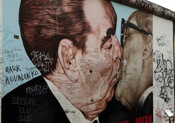 """East Side Gallery - Dmitri Wrubel: """"Mein Gott hilf mir, diese tödliche Liebe zu überleben"""""""