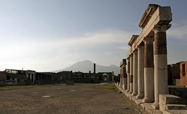 Pompeji - im Hintergrund der Vesuv