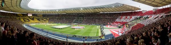 Olympiastadion Berlin, 17. Mai 2014, Choreografien der Fans von Borussia Dortmund und des FC Bayern München