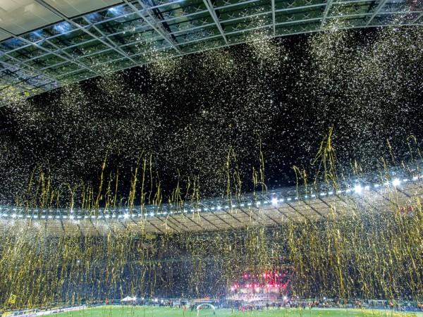 Olympiastadion Berlin, 17. Mai 2014, Goldschnipselregen