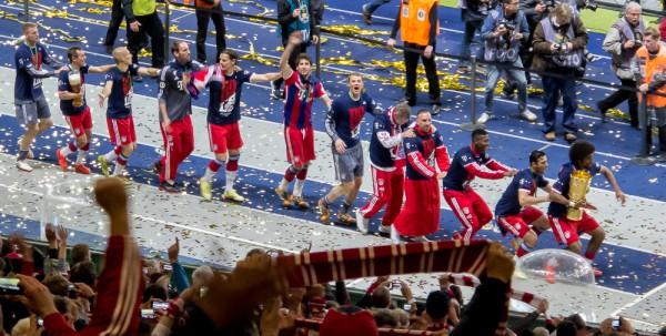 Olympiastadion Berlin, 17. Mai 2014. Die Spieler des FC Bayern feiern den Pokalsieg 2014