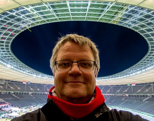 Olympiastadion Berlin, 17. Mai 2014. Ein Fan des FC Bayern.