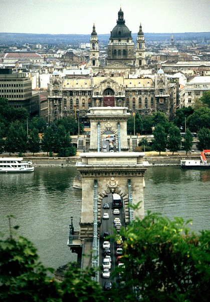 Budapest: Kettenbrücke, Donau, Palais Gresham (Sezessionspalast) und St.-Stephans-Basilika