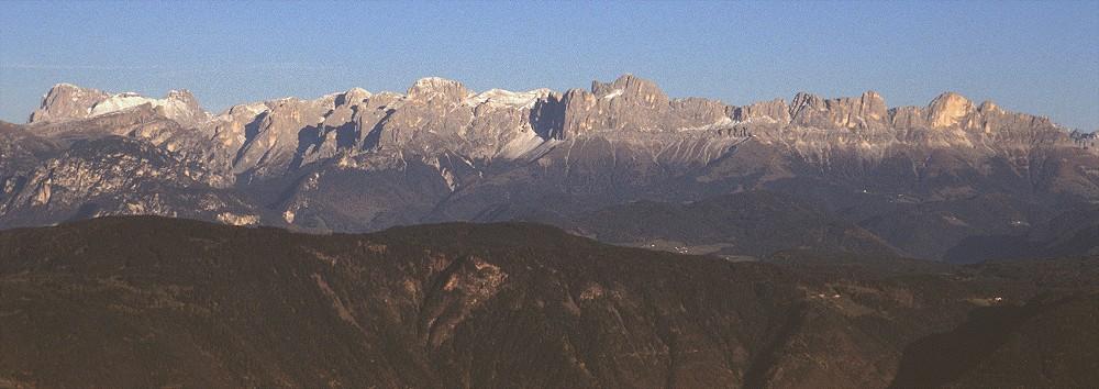Blick vom Penegal auf die Dolomiten
