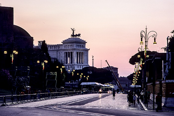 Rom: Via dei Fori Imperiali und Monumento Vittorio Emanuele II